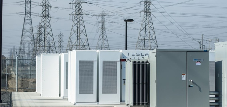 PG&E to replace 3 gas plants with world's biggest battery projects